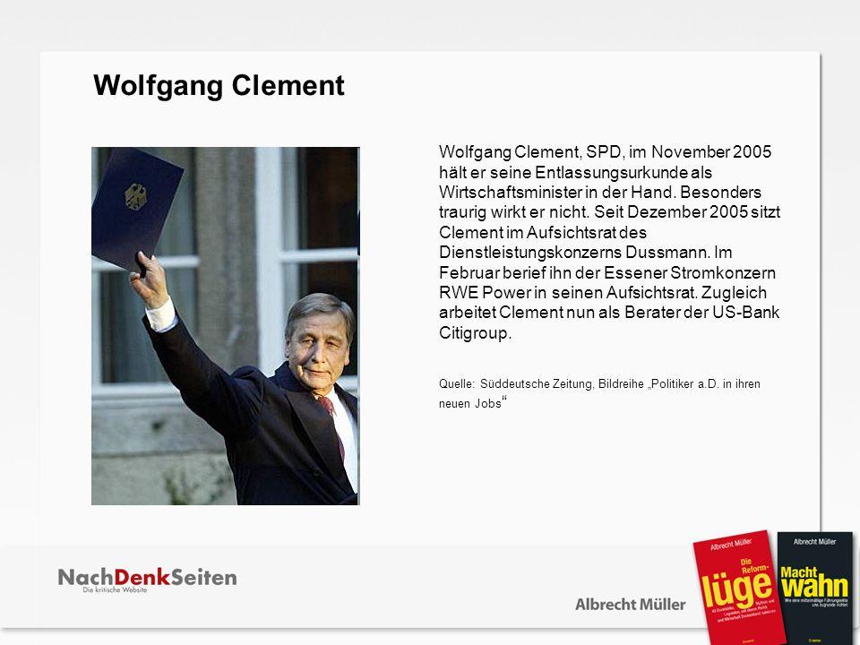 Wolfgang Clement, SPD, im November 2005 hält er seine Entlassungsurkunde als Wirtschaftsminister in der Hand. Besonders traurig wirkt er nicht. Seit D