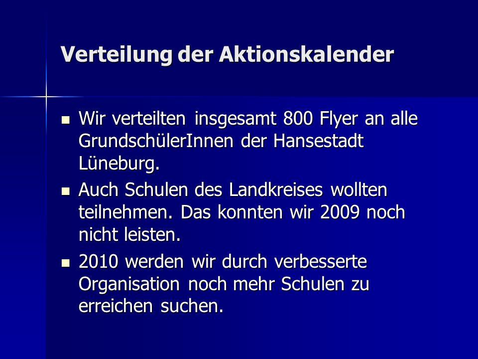Verteilung der Aktionskalender Wir verteilten insgesamt 800 Flyer an alle GrundschülerInnen der Hansestadt Lüneburg.