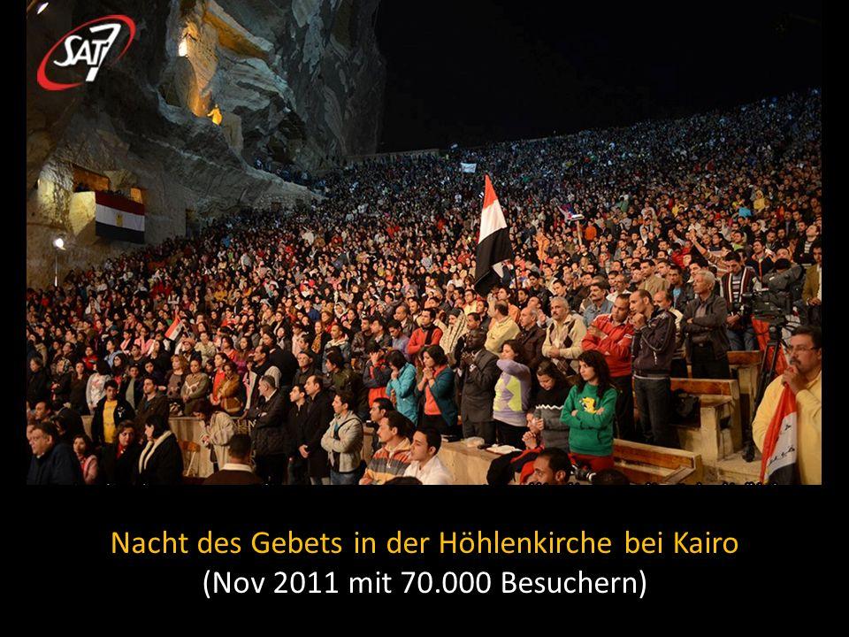 Nacht des Gebets in der Höhlenkirche bei Kairo (Nov 2011 mit 70.000 Besuchern)