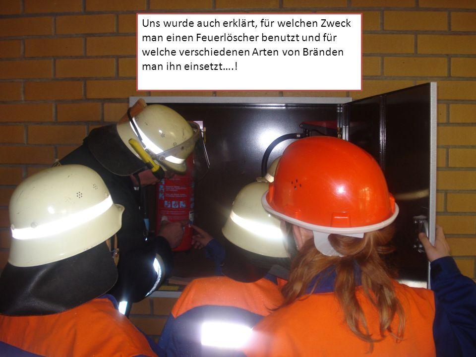 Uns wurde auch erklärt, für welchen Zweck man einen Feuerlöscher benutzt und für welche verschiedenen Arten von Bränden man ihn einsetzt….!
