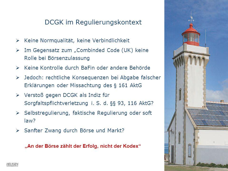 DCGK im Regulierungskontext Keine Normqualität, keine Verbindlichkeit Im Gegensatz zum Combinded Code (UK) keine Rolle bei Börsenzulassung Keine Kontr