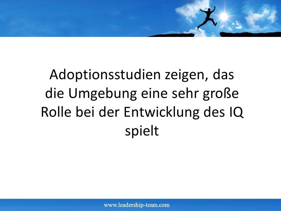 Adoptionsstudien zeigen, das die Umgebung eine sehr große Rolle bei der Entwicklung des IQ spielt