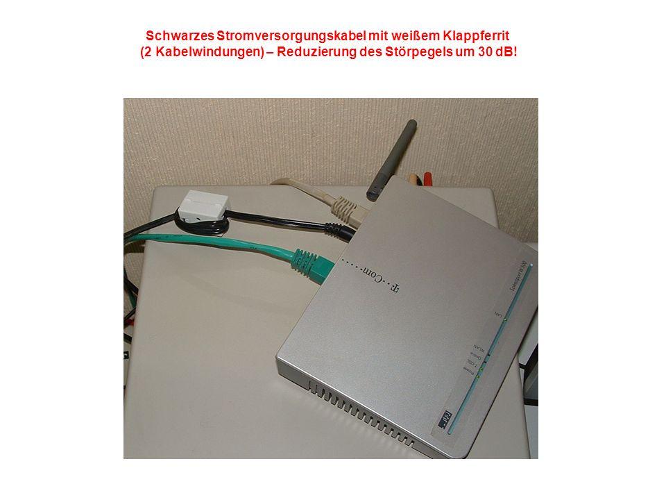 Schwarzes Stromversorgungskabel mit weißem Klappferrit (2 Kabelwindungen) – Reduzierung des Störpegels um 30 dB!