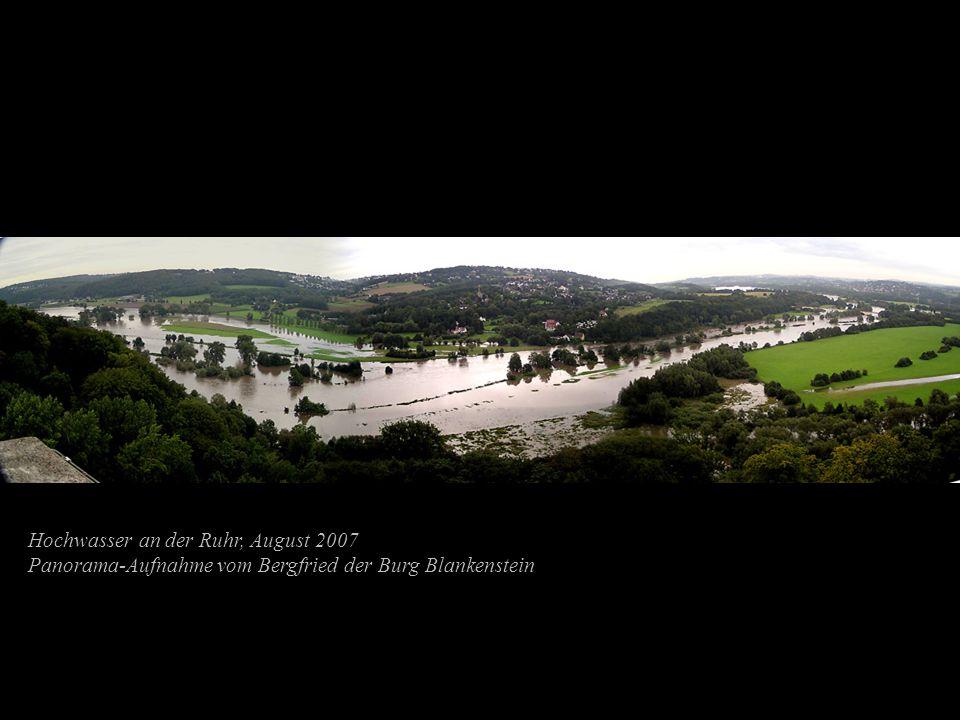 Hochwasser an der Ruhr, August 2007 Panorama-Aufnahme vom Bergfried der Burg Blankenstein