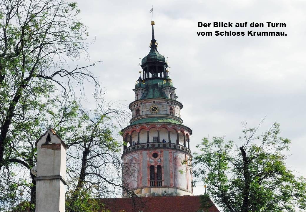 Der Blick auf den Turm vom Schloss Krummau.