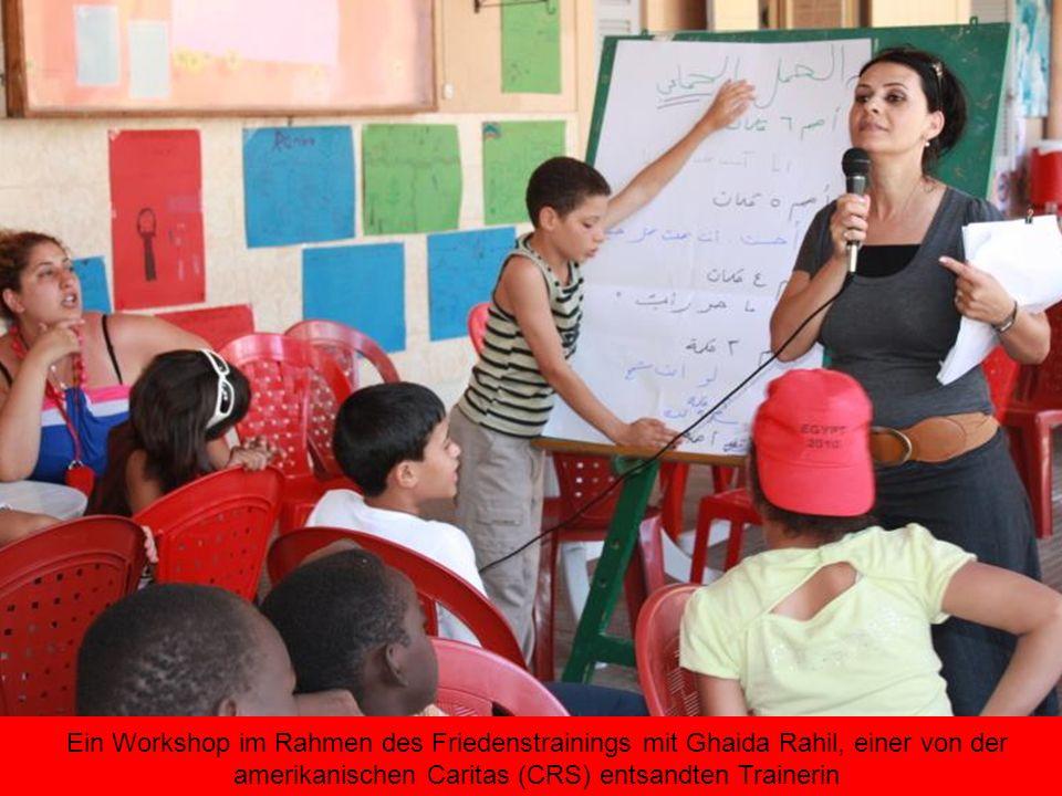Ein Workshop im Rahmen des Friedenstrainings mit Ghaida Rahil, einer von der amerikanischen Caritas (CRS) entsandten Trainerin