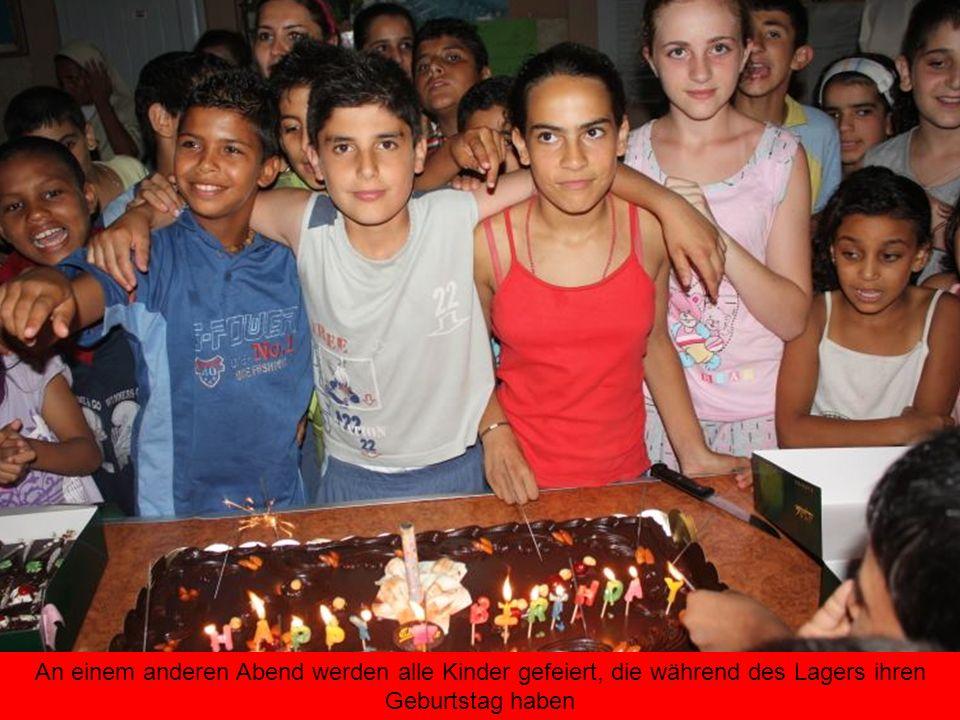 An einem anderen Abend werden alle Kinder gefeiert, die während des Lagers ihren Geburtstag haben