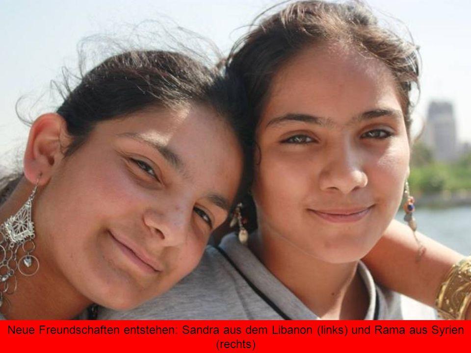 Neue Freundschaften entstehen: Sandra aus dem Libanon (links) und Rama aus Syrien (rechts)