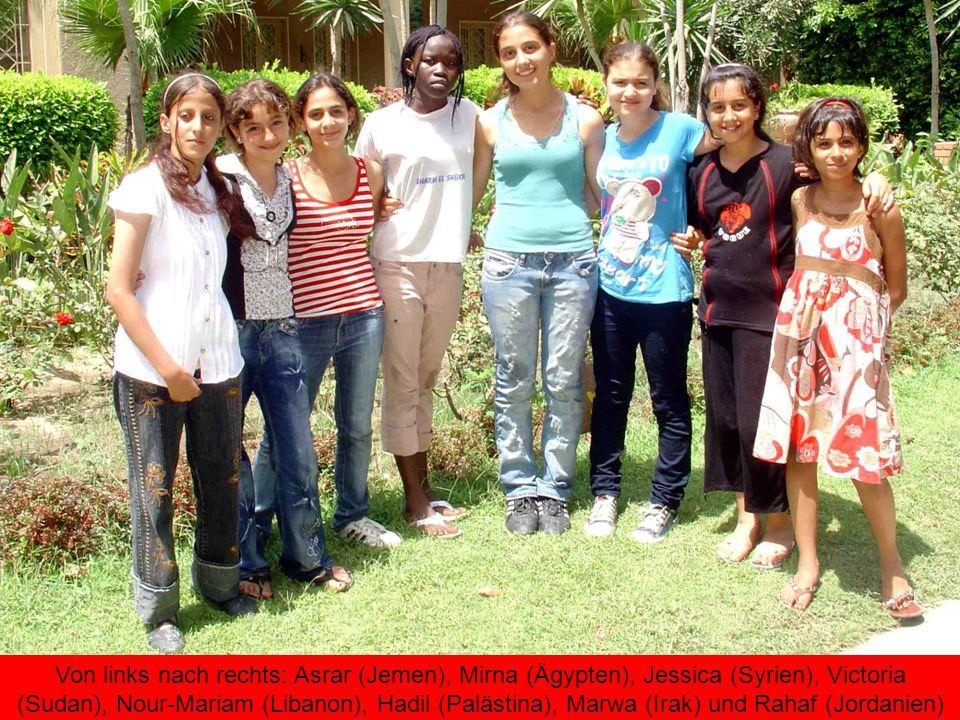 Von links nach rechts: Asrar (Jemen), Mirna (Ägypten), Jessica (Syrien), Victoria (Sudan), Nour-Mariam (Libanon), Hadil (Palästina), Marwa (Irak) und Rahaf (Jordanien)