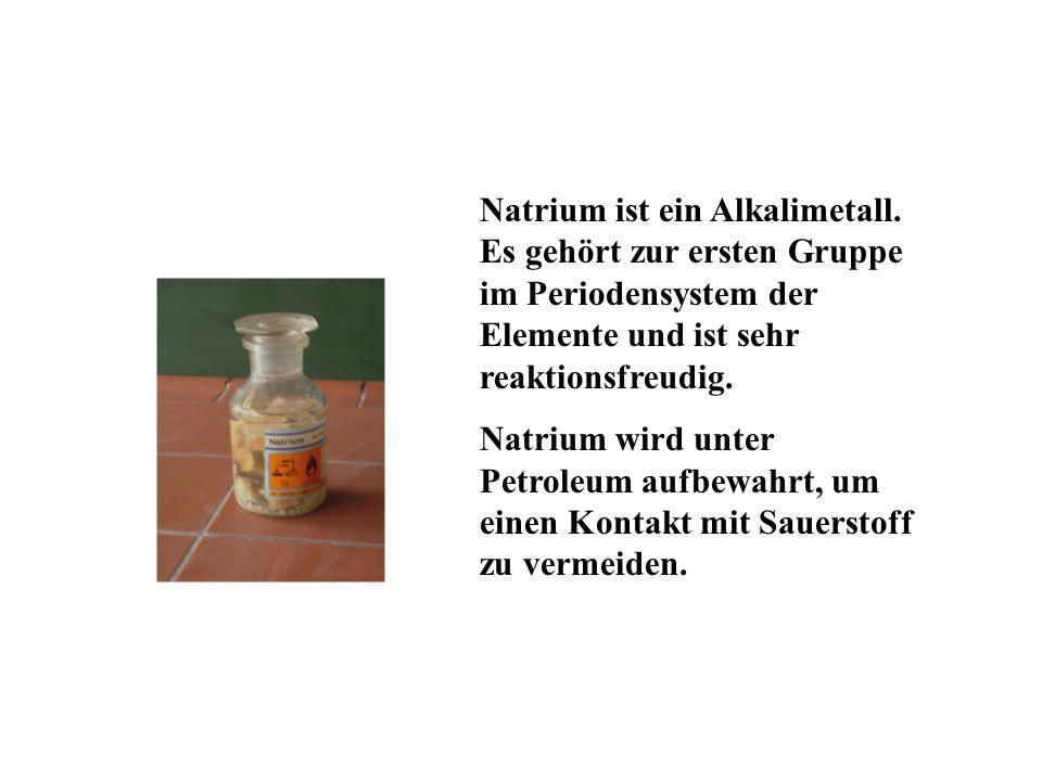 Natrium ist ein Alkalimetall.