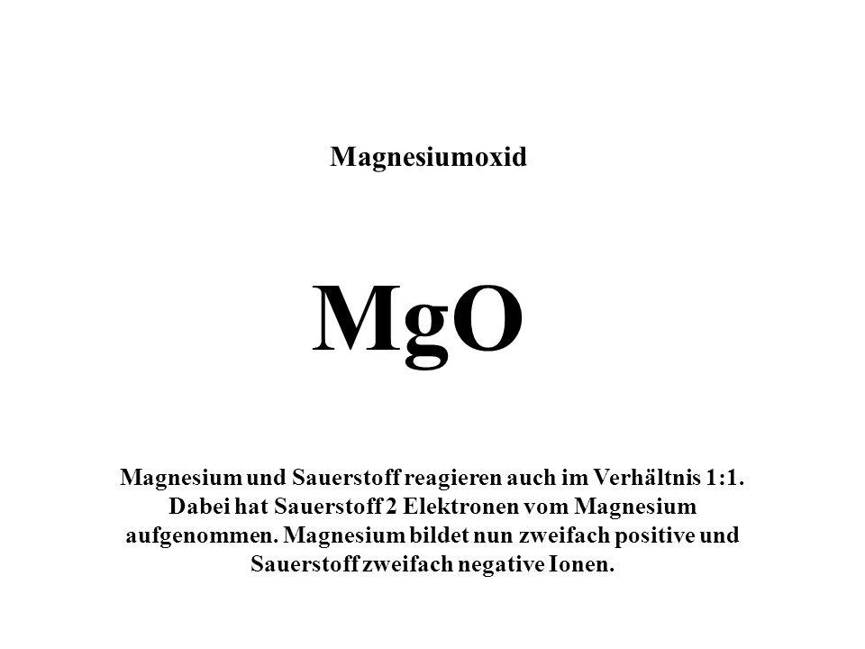 Magnesium + Sauerstoff ? Mg O Das Magnesiumatom gibt 2 Elektronen an das Sauerstoffatom ab, verliert dabei seine äußere Schale und wird zu einem zweif