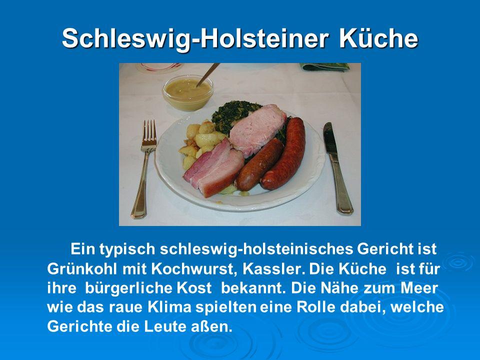 Schleswig-Holsteiner Küche Ein typisch schleswig-holsteinisches Gericht ist Grünkohl mit Kochwurst, Kassler. Die Küche ist für ihre bürgerliche Kost b