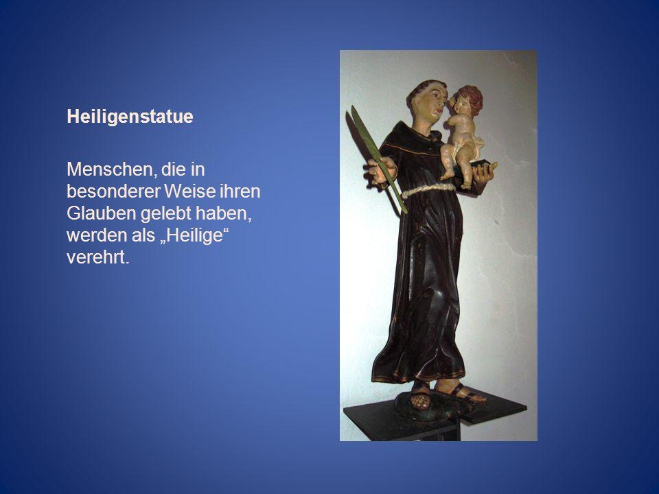 Heiligenstatue Menschen, die in besonderer Weise ihren Glauben gelebt haben, werden als Heilige verehrt.