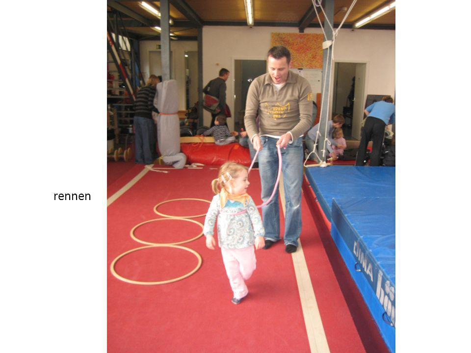 Seit März 2007 tummeln sich an drei Morgen die Woche in der Turnfabrik Kidz zwischen 18 Monaten und 5 Jahren.