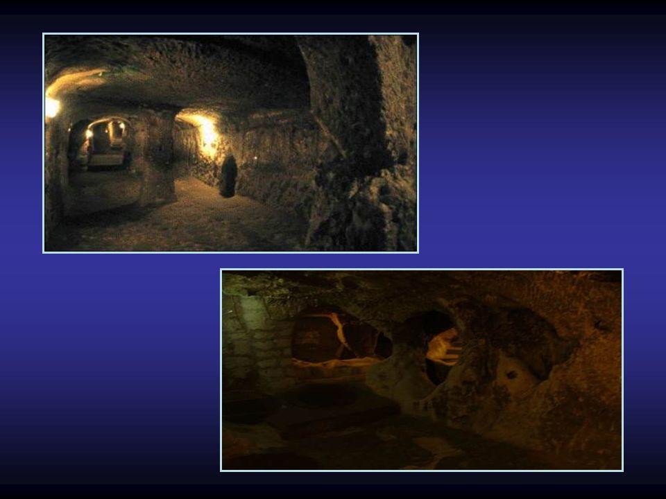 Darüber hinaus existiert noch von Derinkuyu aus ein Tunnel, der ca. 8 km lang ist und zu der entfernten unterirdische Stadt KAYMAKL in Kappadokien füh