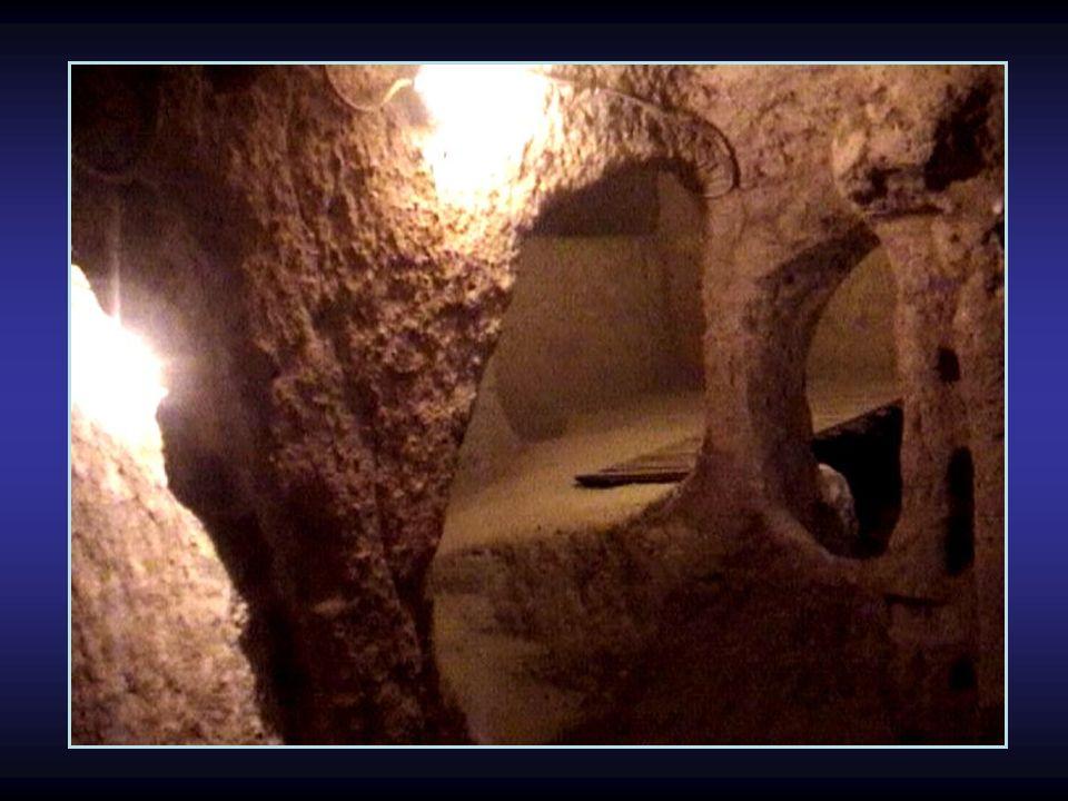 Der Griechische Historiker JENOFONTE berichtet von diesen unterirdischen Städten. In seinem Werk Anabasis erwähnte er, dass die Bewohner damals ihre H