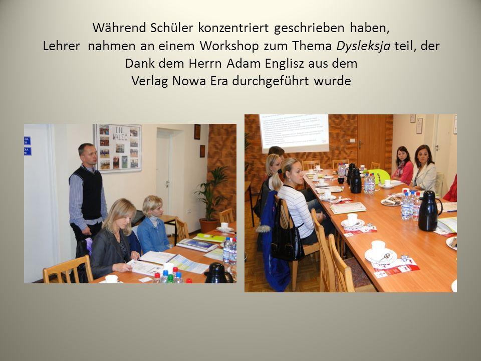 Während Schüler konzentriert geschrieben haben, Lehrer nahmen an einem Workshop zum Thema Dysleksja teil, der Dank dem Herrn Adam Englisz aus dem Verl
