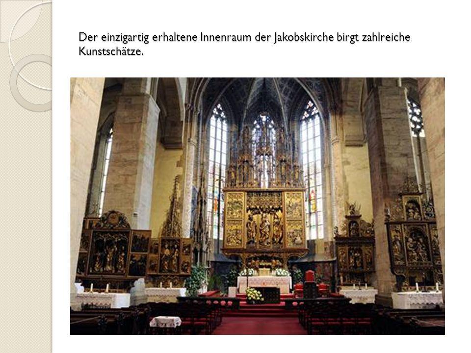 Der einzigartig erhaltene Innenraum der Jakobskirche birgt zahlreiche Kunstschätze.