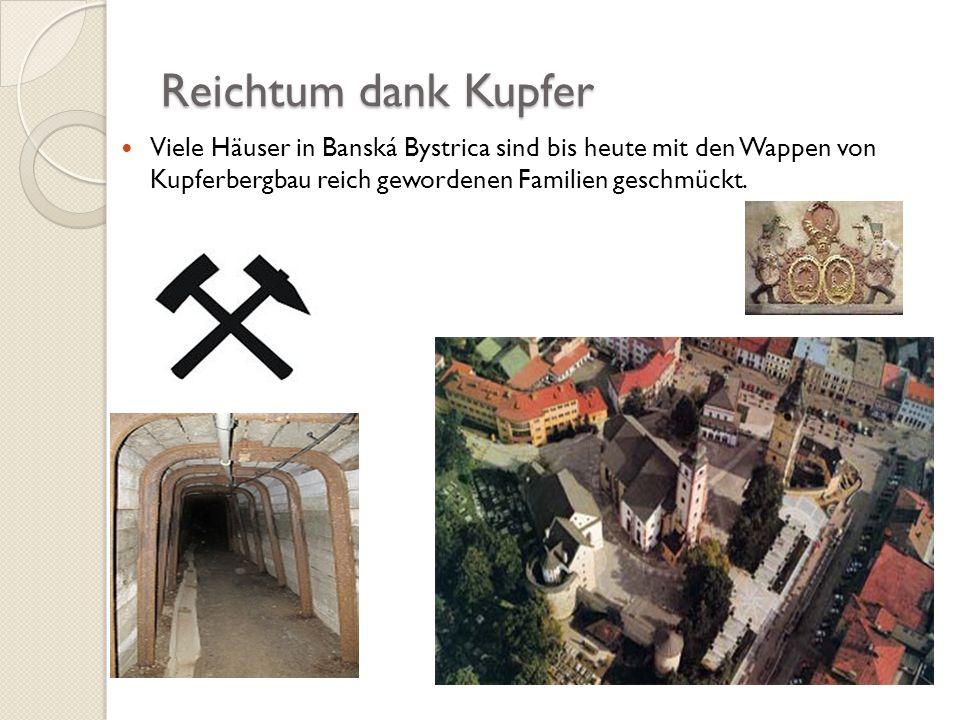 Reichtum dank Kupfer Viele Häuser in Banská Bystrica sind bis heute mit den Wappen von Kupferbergbau reich gewordenen Familien geschmückt.