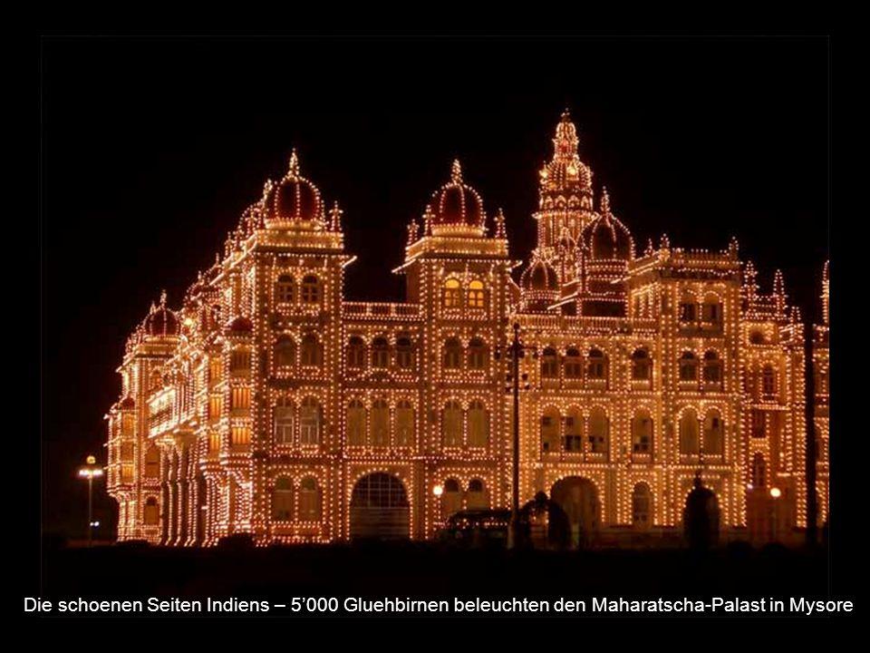 Die schoenen Seiten Indiens – 5000 Gluehbirnen beleuchten den Maharatscha-Palast in Mysore