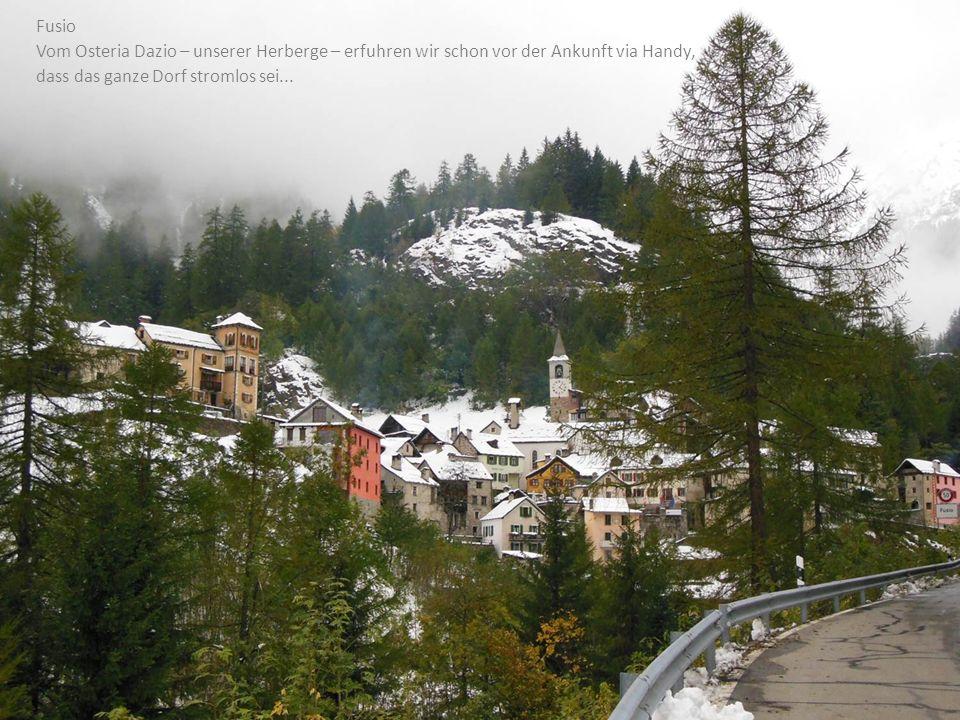 Fusio Vom Osteria Dazio – unserer Herberge – erfuhren wir schon vor der Ankunft via Handy, dass das ganze Dorf stromlos sei...
