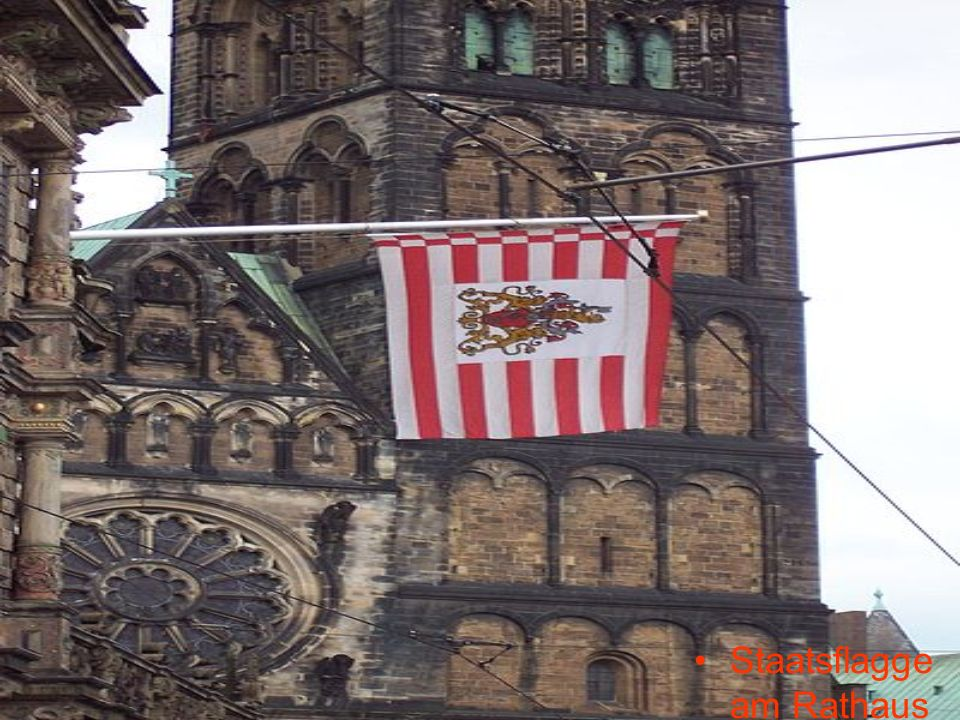 Staatsflagge am Rathaus