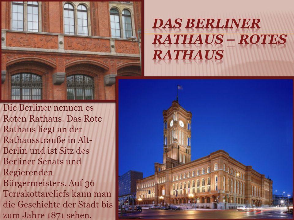 Die Berliner nennen es Roten Rathaus.
