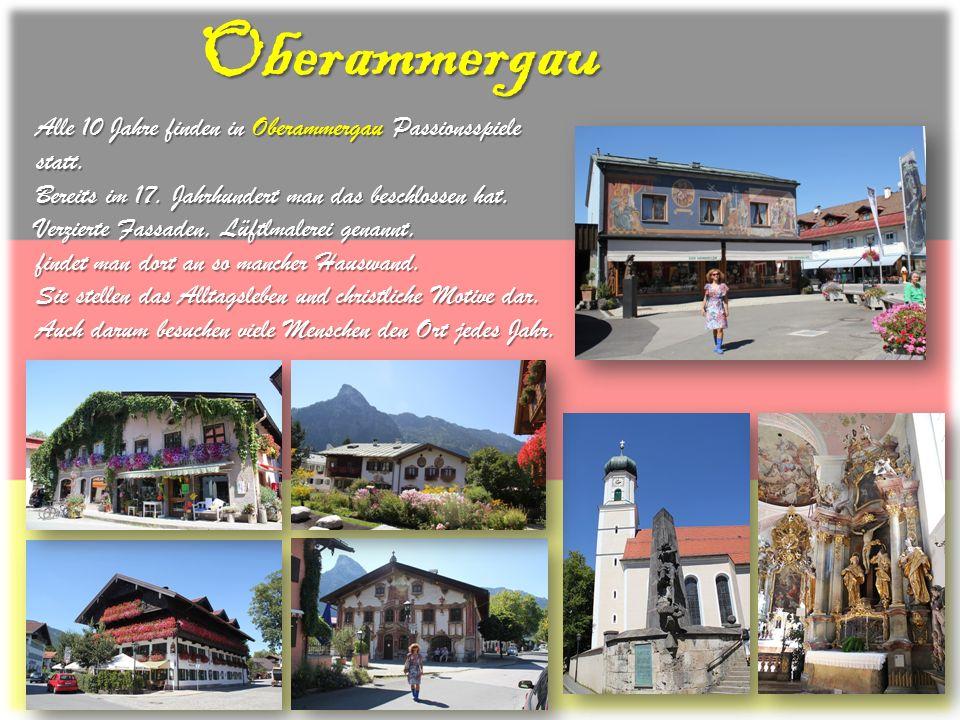 Oberammergau Alle 10 Jahre finden in Oberammergau Passionsspiele statt. Bereits im 17. Jahrhundert man das beschlossen hat. Verzierte Fassaden, Lüftlm