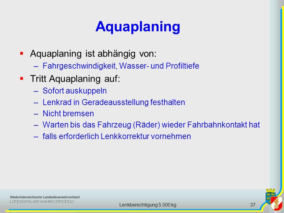 Lenkberechtigung 5.500 kg37 Aquaplaning ist abhängig von: –Fahrgeschwindigkeit, Wasser- und Profiltiefe Tritt Aquaplaning auf: –Sofort auskuppeln –Len