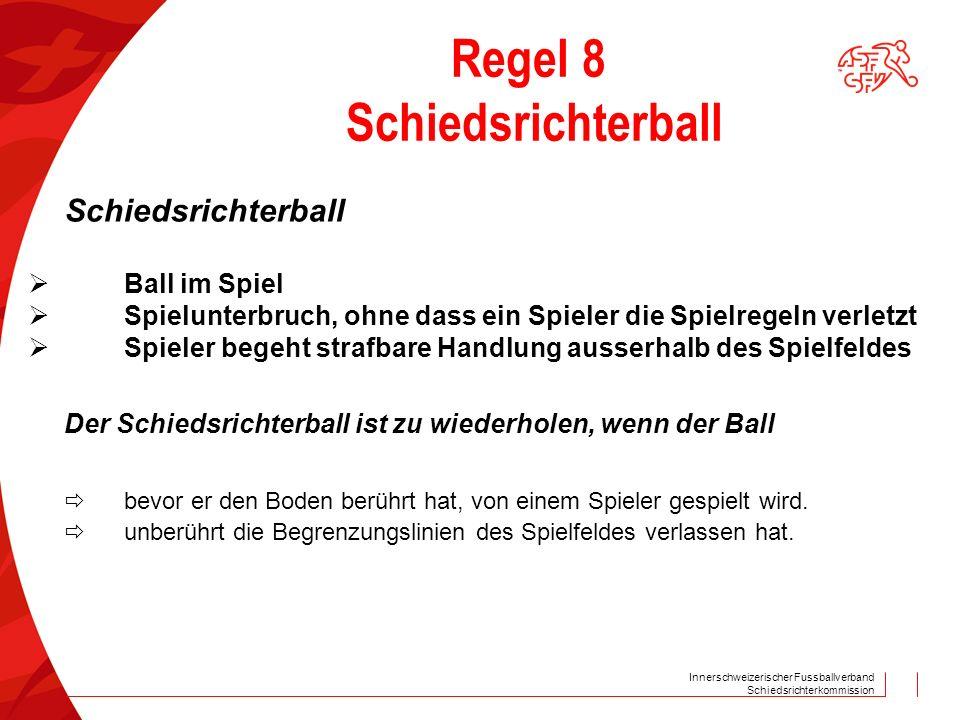 Innerschweizerischer Fussballverband Schiedsrichterkommission Regel 8 Schiedsrichterball Schiedsrichterball Ball im Spiel Spielunterbruch, ohne dass ein Spieler die Spielregeln verletzt Spieler begeht strafbare Handlung ausserhalb des Spielfeldes Der Schiedsrichterball ist zu wiederholen, wenn der Ball bevor er den Boden berührt hat, von einem Spieler gespielt wird.