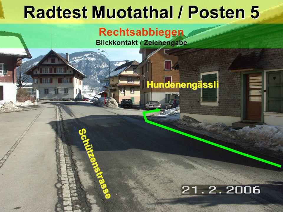 hea / 21.02.06 Radtest Muotathal / Posten 5 Rechtsabbiegen Blickkontakt / Zeichengabe Schützenstrasse Hundenengässli