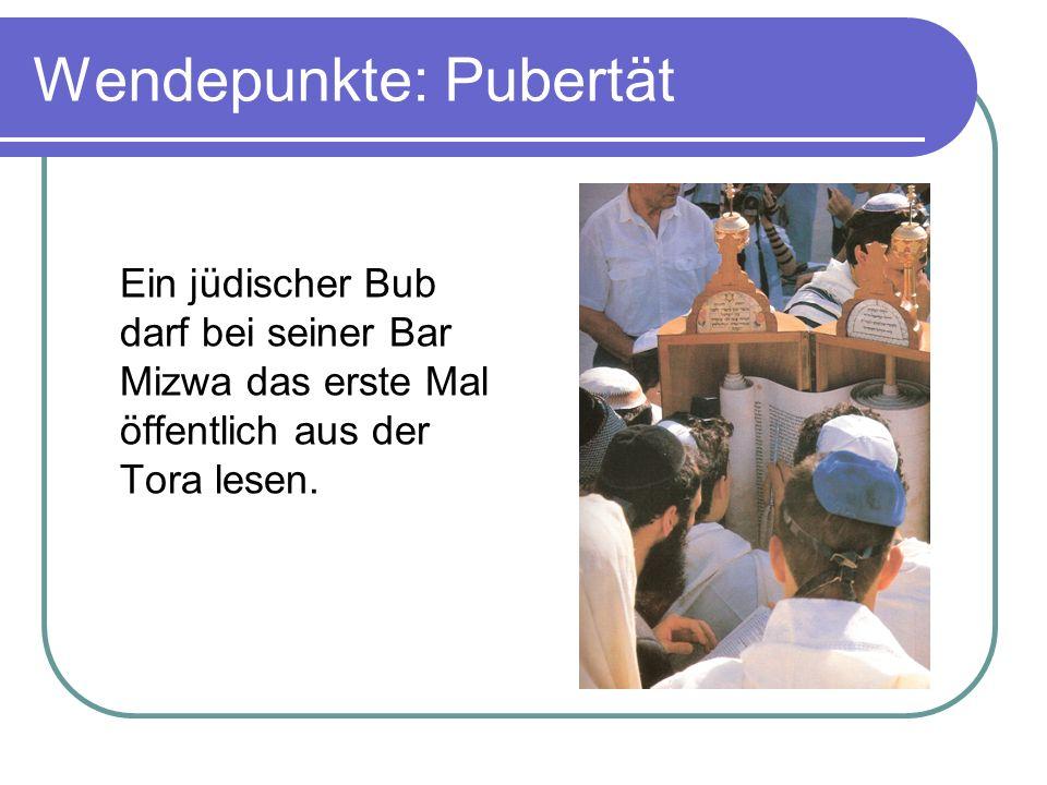 Wendepunkte: Pubertät Ein jüdischer Bub darf bei seiner Bar Mizwa das erste Mal öffentlich aus der Tora lesen.