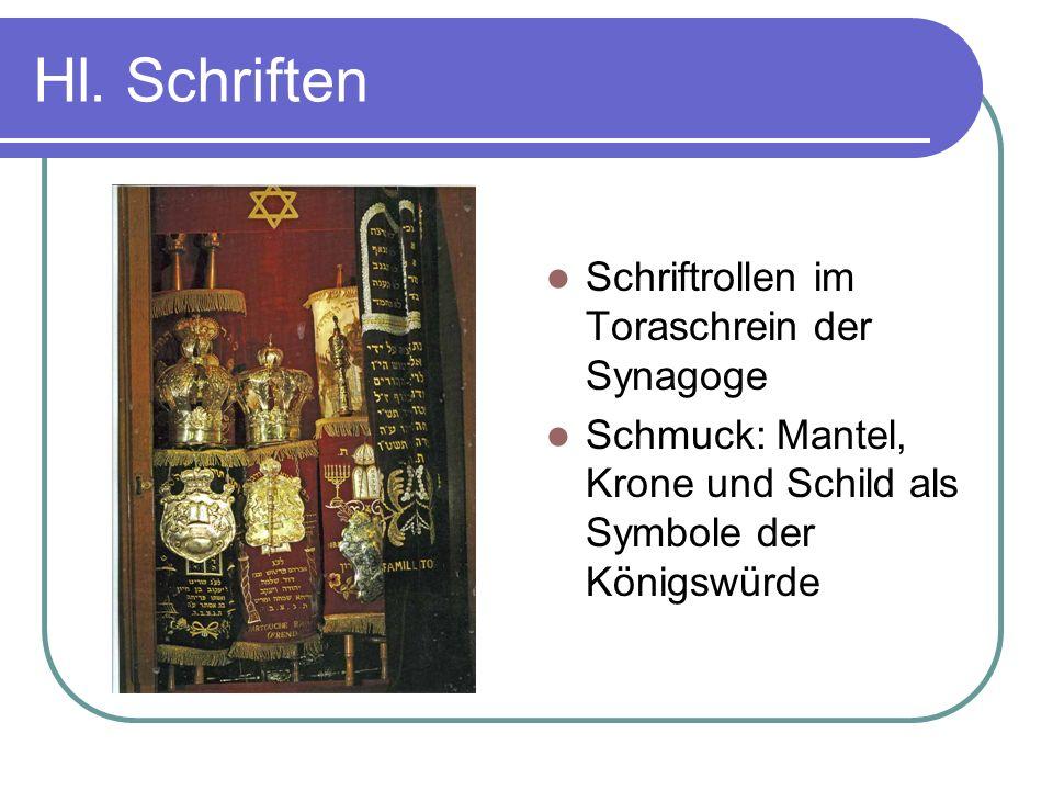 Hl. Schriften Schriftrollen im Toraschrein der Synagoge Schmuck: Mantel, Krone und Schild als Symbole der Königswürde