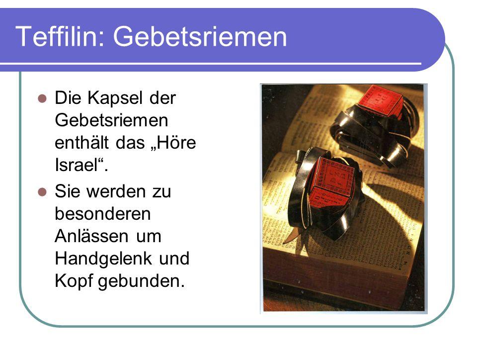 Teffilin: Gebetsriemen Die Kapsel der Gebetsriemen enthält das Höre Israel. Sie werden zu besonderen Anlässen um Handgelenk und Kopf gebunden.