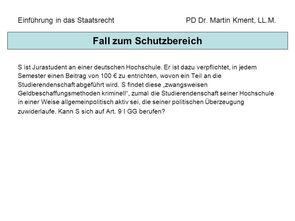 Einführung in das Staatsrecht PD Dr. Martin Kment, LL.M. S ist Jurastudent an einer deutschen Hochschule. Er ist dazu verpflichtet, in jedem Semester