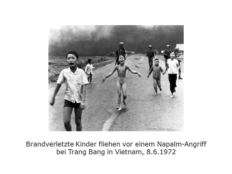 Brandverletzte Kinder fliehen vor einem Napalm-Angriff bei Trang Bang in Vietnam, 8.6.1972