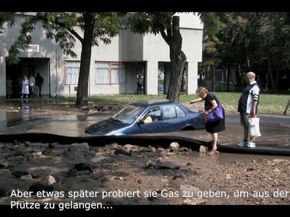 Aber etwas später probiert sie Gas zu geben, um aus der Pfütze zu gelangen...
