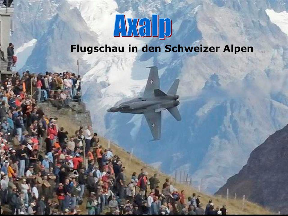 Flugschau in den Schweizer Alpen