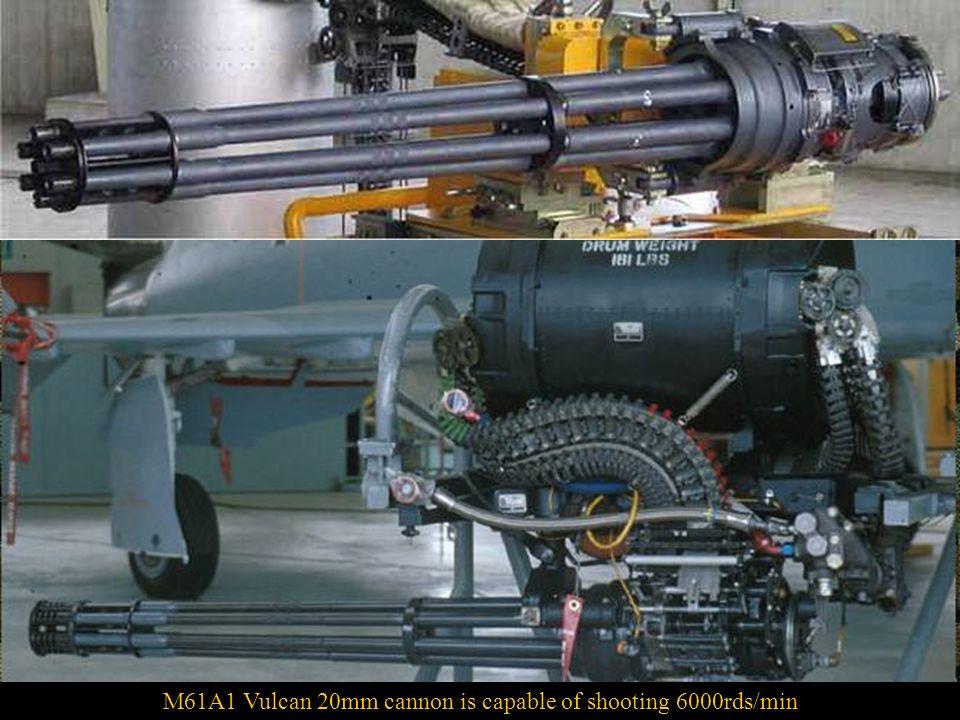 In die Nase der F/A-18 Hornet ist eine M61 Vulcan 20, eine sechsläufige luftgekühlte Kanone mit elektrischer Steuerung und hohe Schussfrequenz eingeba