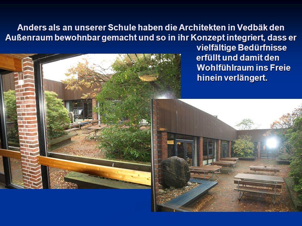 Anders als an unserer Schule haben die Architekten in Vedbäk den Außenraum bewohnbar gemacht und so in ihr Konzept integriert, dass er vielfältige Bedürfnisse erfüllt und damit den Wohlfühlraum ins Freie hinein verlängert.