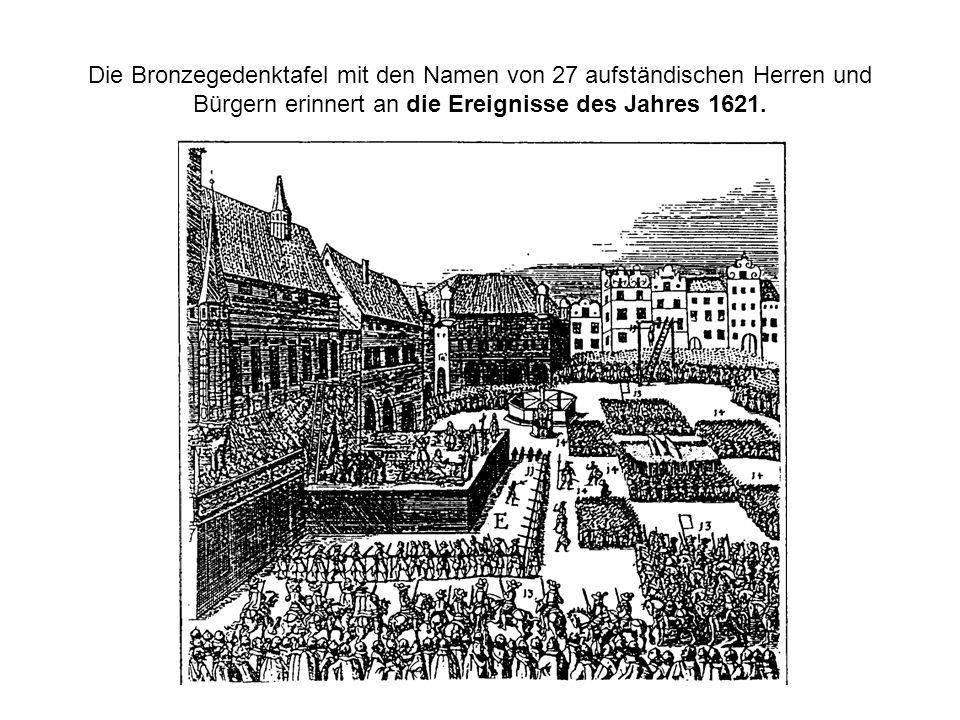 Die Bronzegedenktafel mit den Namen von 27 aufständischen Herren und Bürgern erinnert an die Ereignisse des Jahres 1621.