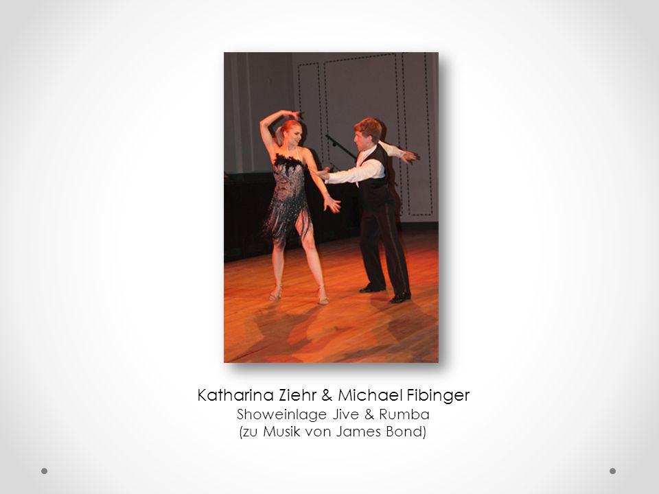 Sarah Klein, Katharina Ziehr, Oliver Ulrich, Michael Fibinger, Anne Dewitz Showeinlage Jive & Rumba (zu Musik von James Bond)