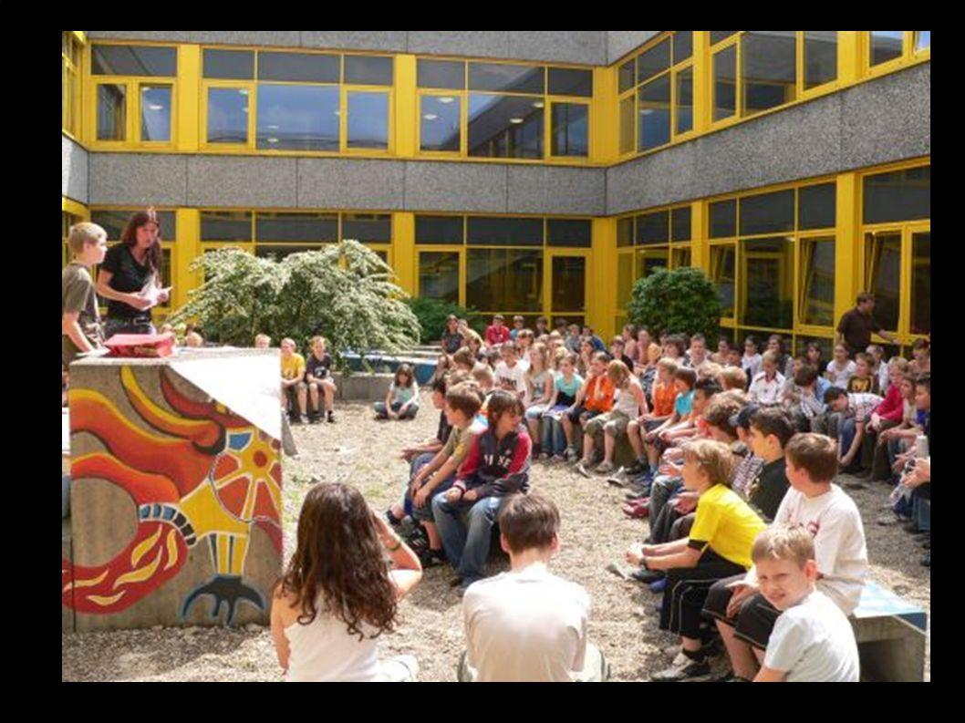Holzstraße 80 45479 Mülheim an der Ruhr Tel.: 0208 455 48 40 Fax: 0208 455 48 69 E-Mail: schulverwaltung@realschule-broich.de Internet: www.realschule-broich.de Städtische Realschule Broich Realschule mit bilingualem Zweig Realschule mit bilingualem Zweig zertifizierte MINT – Realschule Agenda 21 – Schule in Nordrhein – Westfalen 2002 und 2005 Abbeo – Schule seit 2005 Abbeo – Schule seit 2005