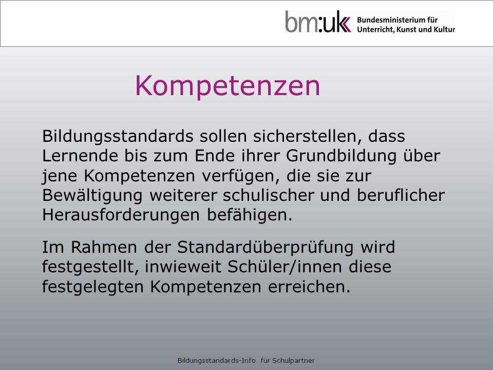 Weiterführende Informationen Richtlinien für den Umgang mit den Rückmeldungen (RS 6/2012): http://www.bmukk.gv.at/medienpool/22324/bildungsstandards_rl.pdf Ansprechpersonen in den Bundesländern: http://www.bmukk.gv.at/ medienpool/21783/bildungsstandards_anprech.pdf Informationen zur Informellen Kompetenzmessung (IKM): https://www.bifie.at/ikm Rückmeldung, Musterberichte u.Ä.: https://www.bifie.at/node/64 Informationen zur Rückmeldemoderation: https://www.bifie.at/node/66 Materialien für den Unterricht: https://www.bifie.at/node/51 Bildungsstandards-Info für Schulpartner