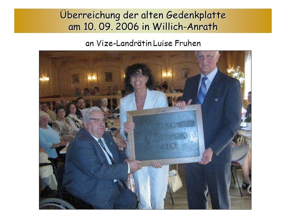 Überreichung der alten Gedenkplatte am 10.09.