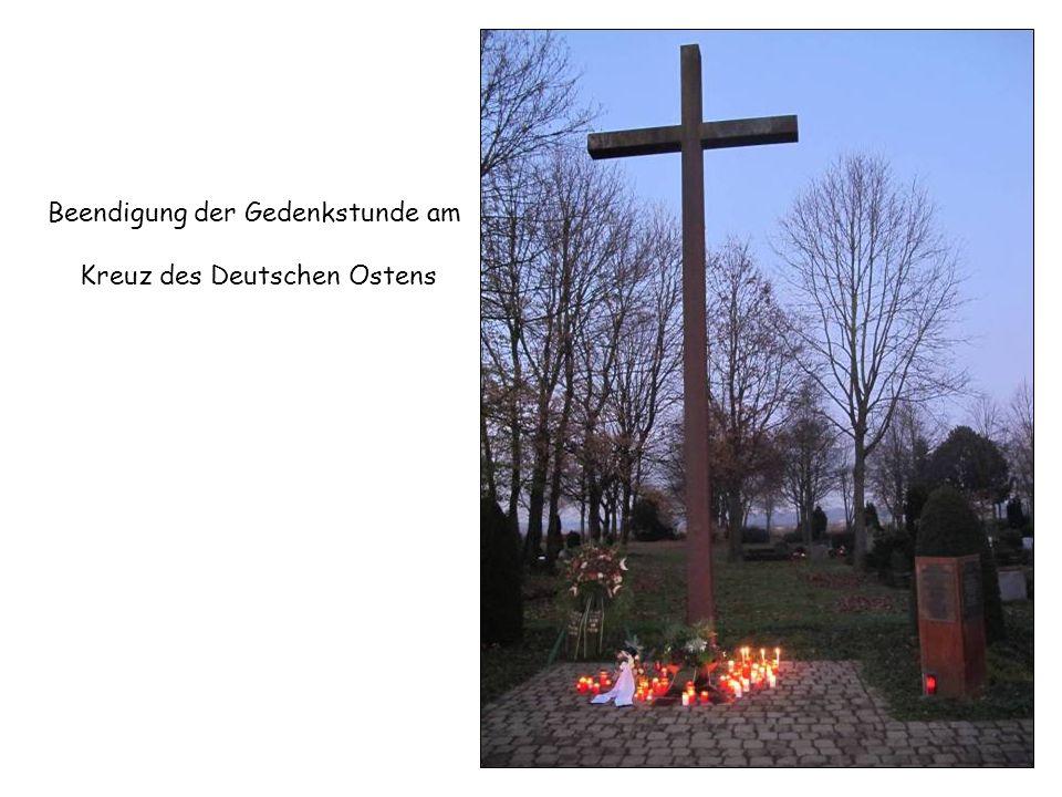 Beendigung der Gedenkstunde am Kreuz des Deutschen Ostens