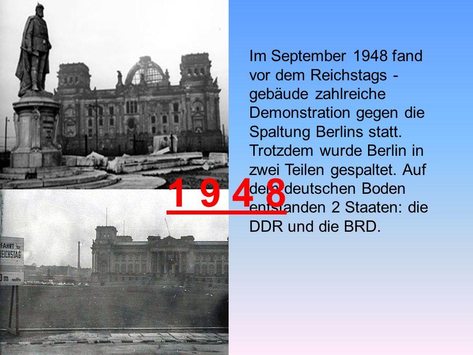 Im September 1948 fand vor dem Reichstags - gebäude zahlreiche Demonstration gegen die Spaltung Berlins statt.