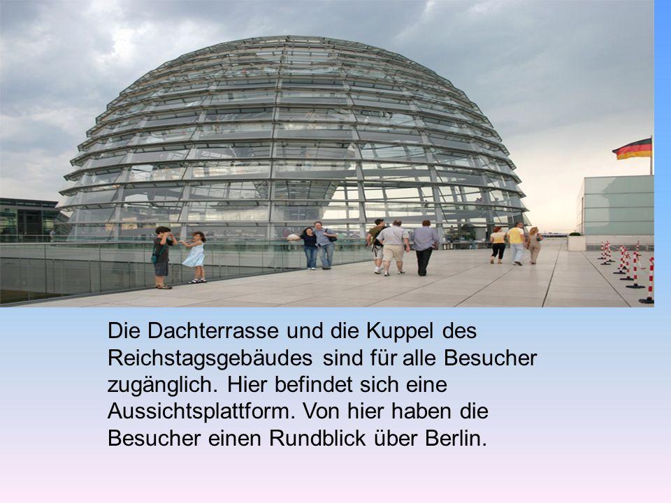 Die Dachterrasse und die Kuppel des Reichstagsgebäudes sind für alle Besucher zugänglich.