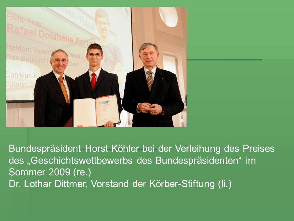 Bundespräsident Horst Köhler bei der Verleihung des Preises des Geschichtswettbewerbs des Bundespräsidenten im Sommer 2009 (re.) Dr. Lothar Dittmer, V
