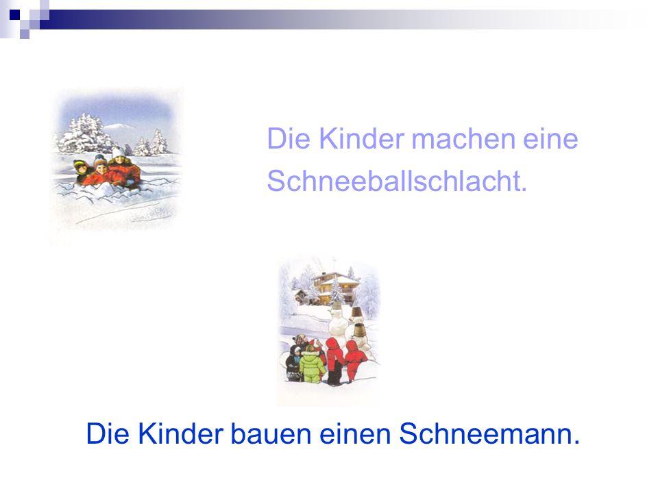 Die Kinder machen eine Schneeballschlacht. Die Kinder bauen einen Schneemann.